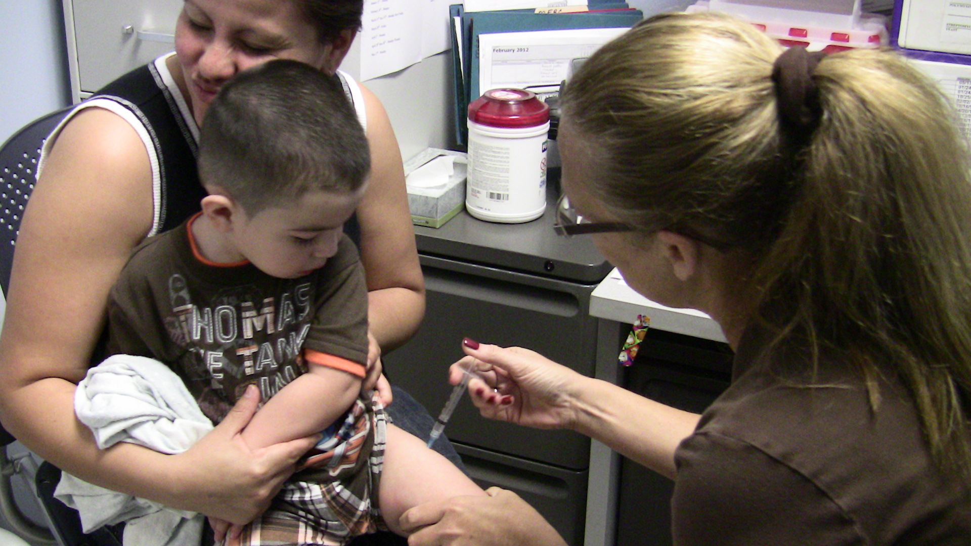 Kid with mother getting immunized
